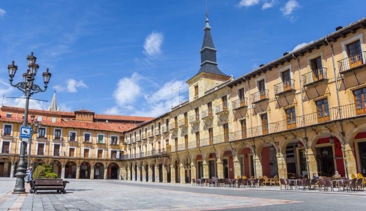 La Plaza Mayor era el gran centro comercial de la ciudad durante la Edad Media y hasta el siglo XIX