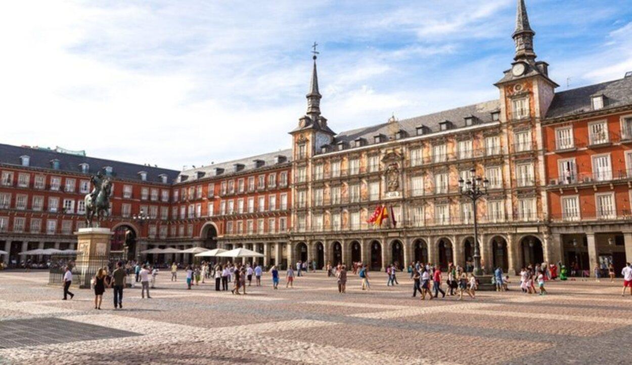 La Plaza Mayor es el punto de encuentro de muchos madrileños