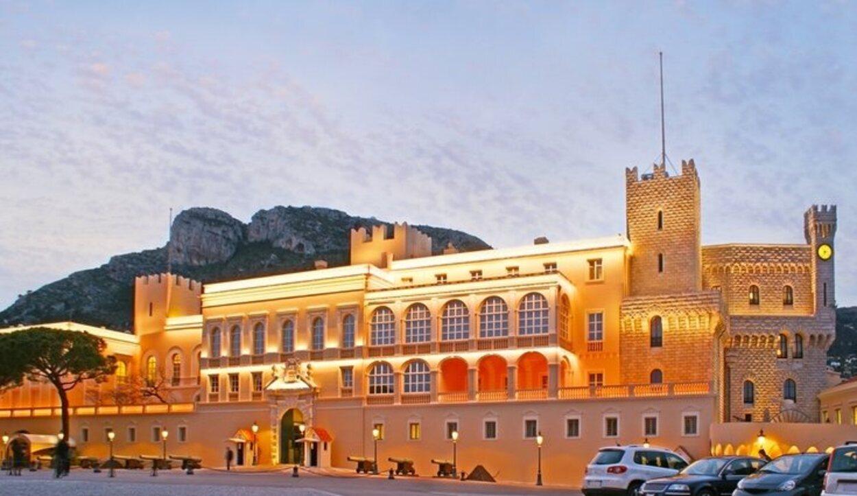 También es conocido como Palacio Grimaldi