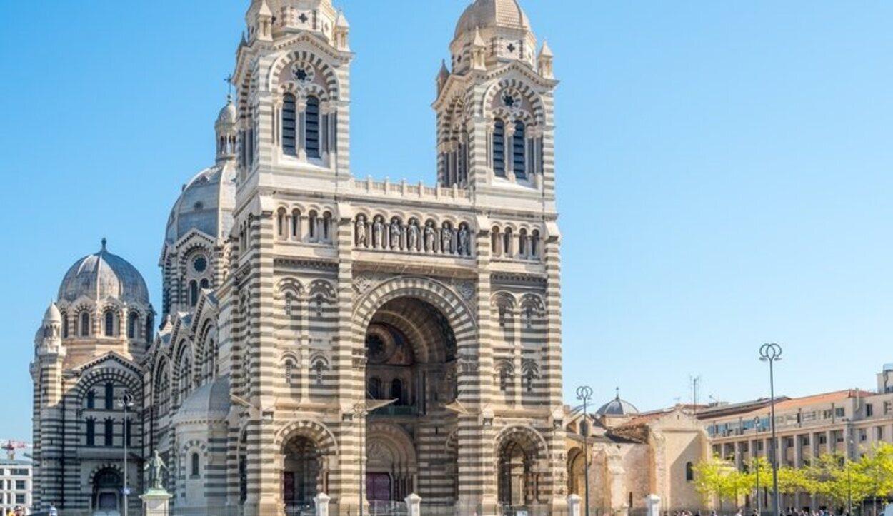 Edificio de estilo románico-bizantino único en su estilo en toda Francia