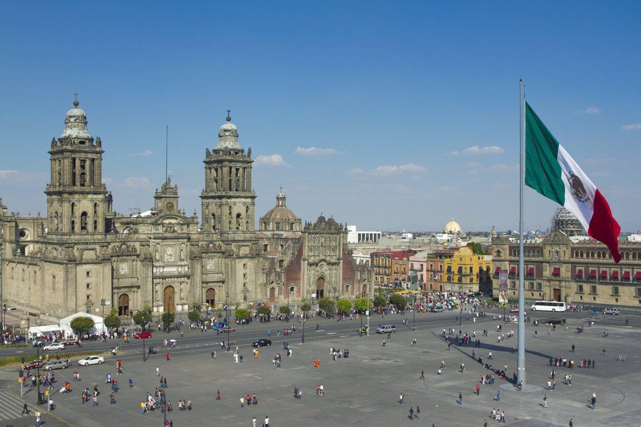 La Plaza de la Constitución o El Zócalo es uno de los lugares más hermosos de México DF