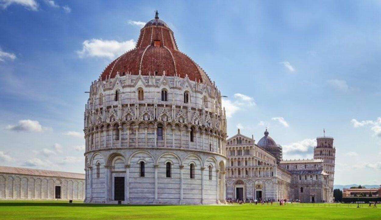 Al entrar al Baptisterio, los visitantes pueden ver aún mejor la inmensidad de todo