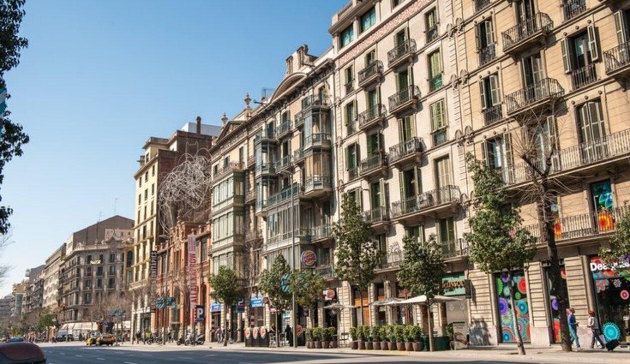El Paseo de Gracia compite en interés y hermosura con los Campos Elíseos parisinos