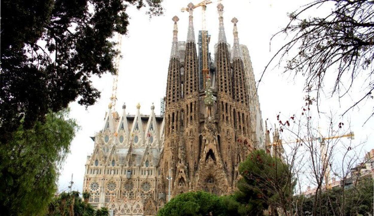 Panorámica de la fachada del Nacimiento de la Sagrada Familia