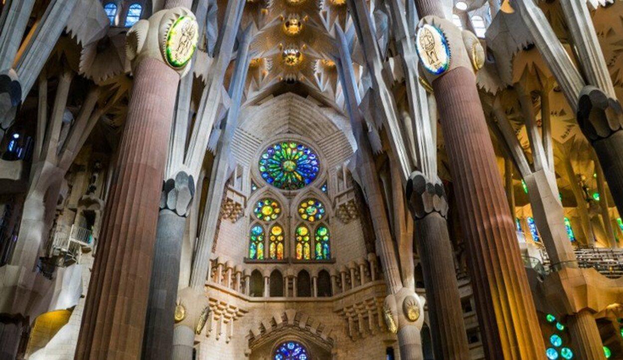Juego de colores en el interior de la Sagrada Familia