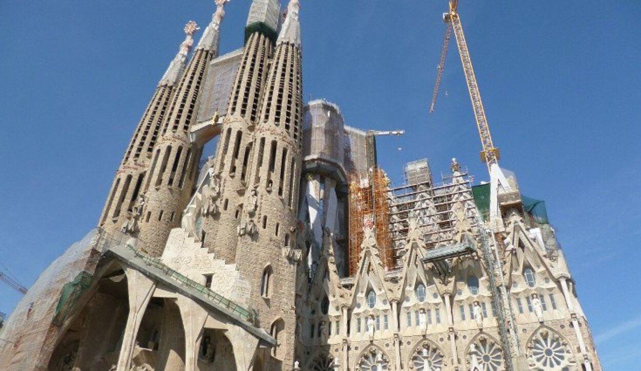 Fachada de la Pasión de la Sagrada Familia antes de ser concluida