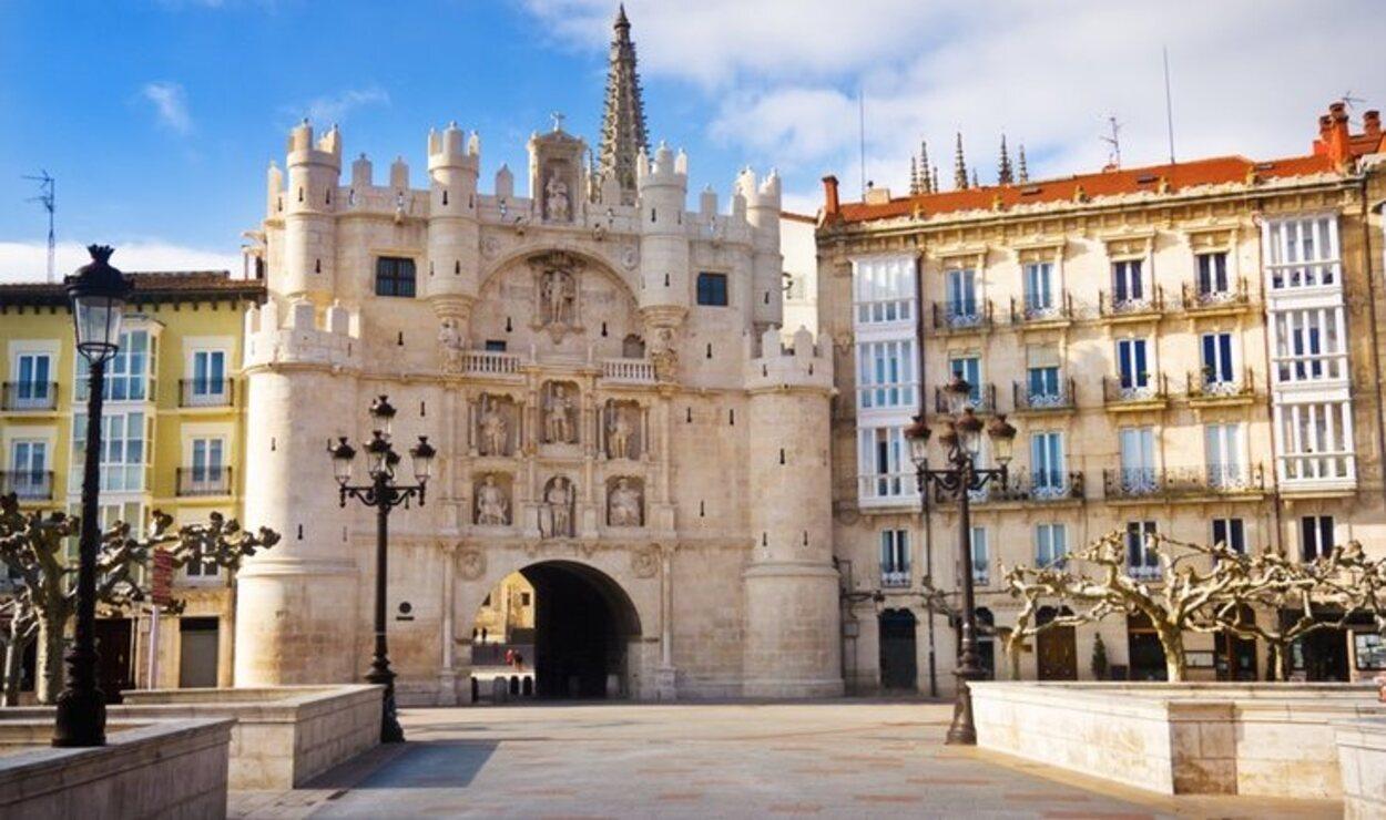 El Arco de Santa María es todo un rincón de mito y leyendas