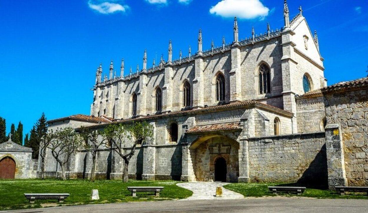 La Cartuja de Miraflores está habitada por monjes cartujos