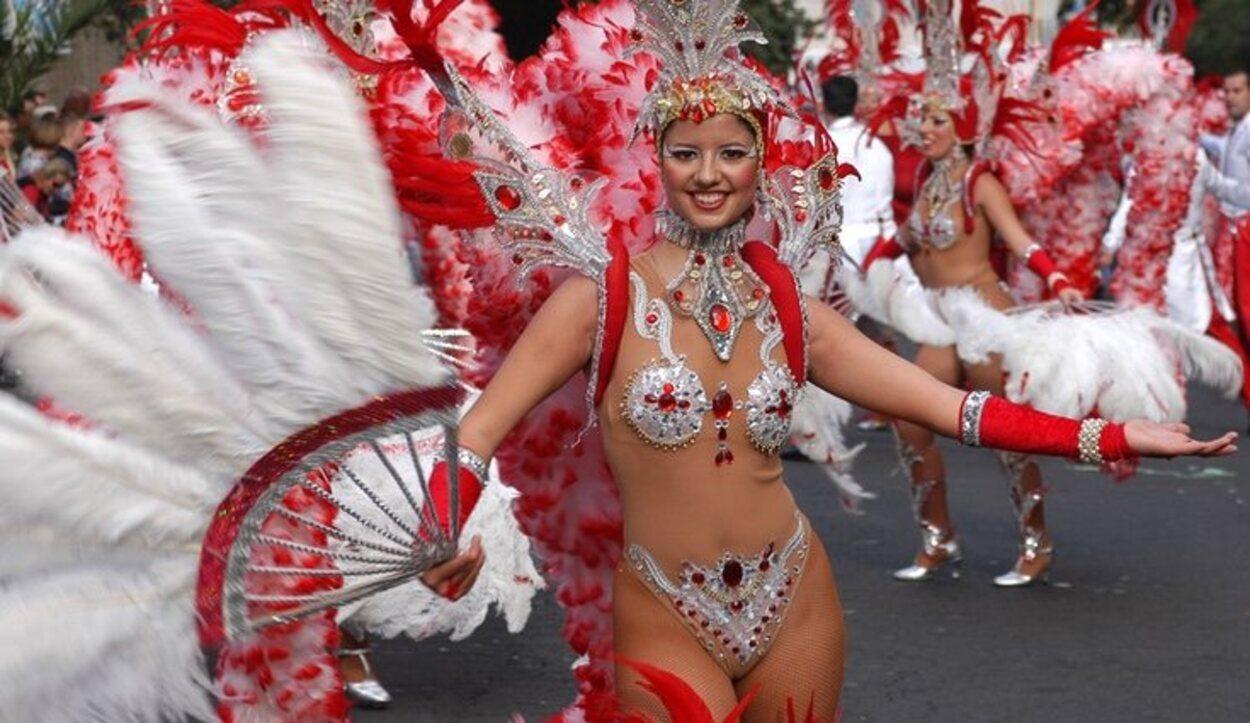 Es un carnaval eminentemente callejero, lleno de jolgorio