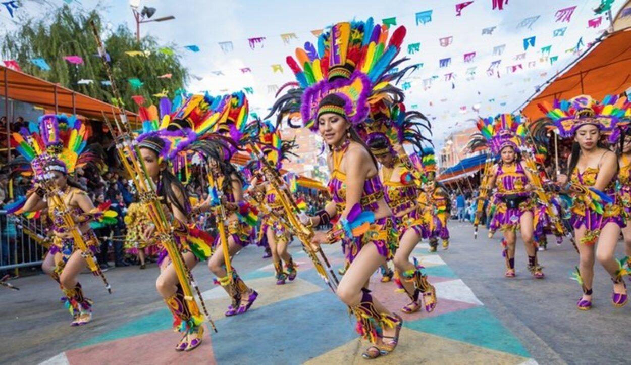 La Diablada, danza típica de Oruro, es característica por llevar careta y el traje de diablo