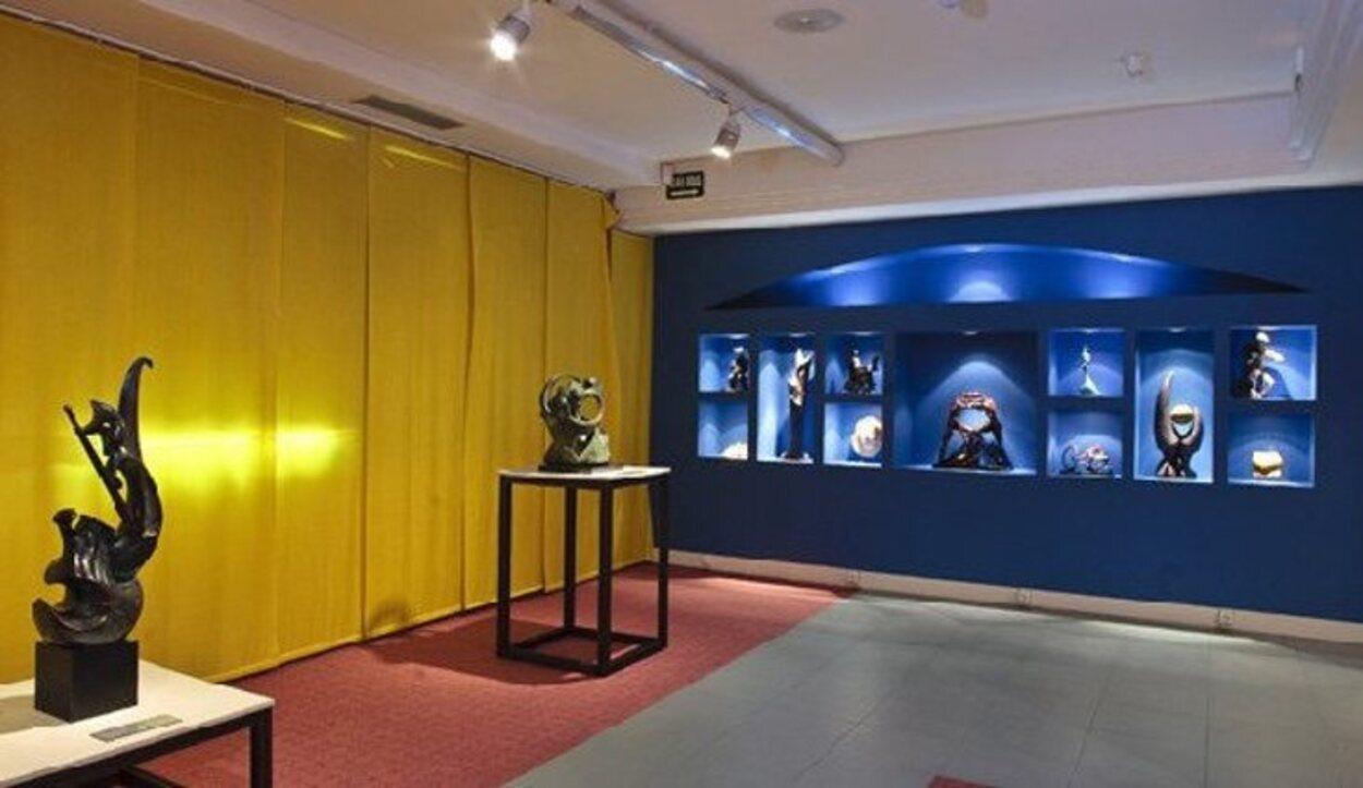 El museo busca dar visibilidad a artistas invidentes exponiendo sus obras
