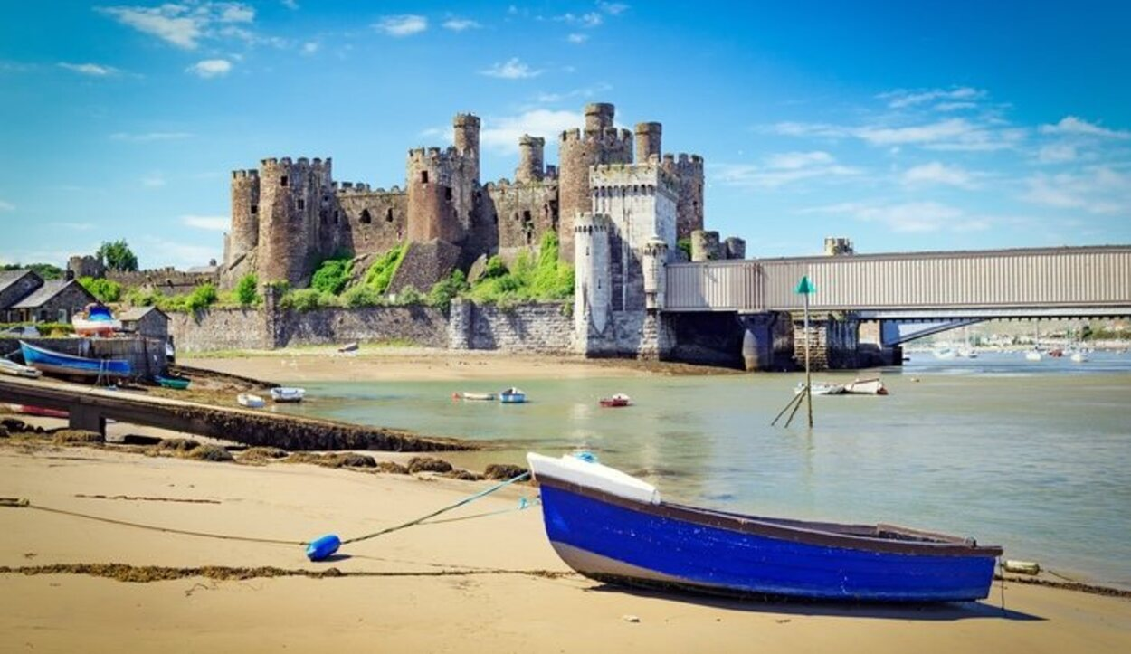 Conwy destaca por sus ruinas y su puerto pesquero