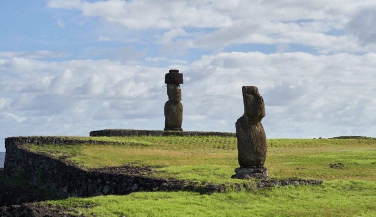 Ahu Ko Te Riku llama la atención por ser el único de toda la isla con sus dos ojos blancos