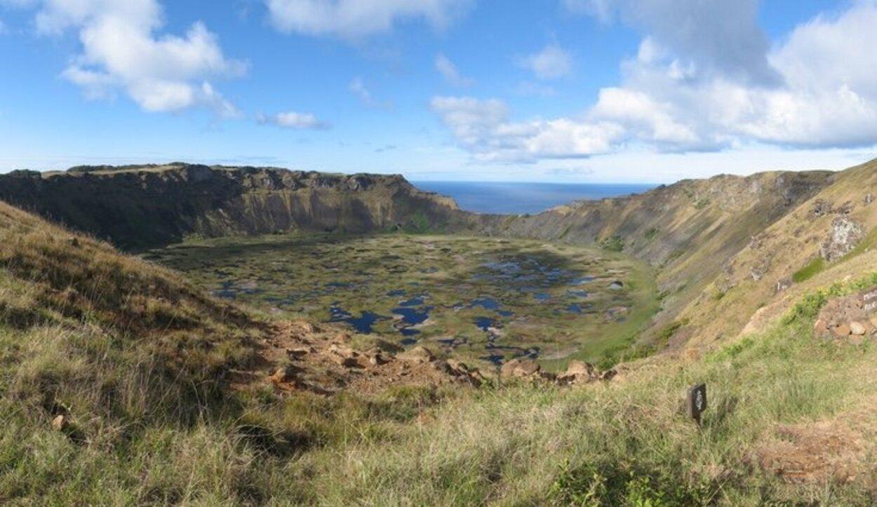 Todos los volcanes de Isla de Pascua están dormidos y visitarlos es una experiencia increíble