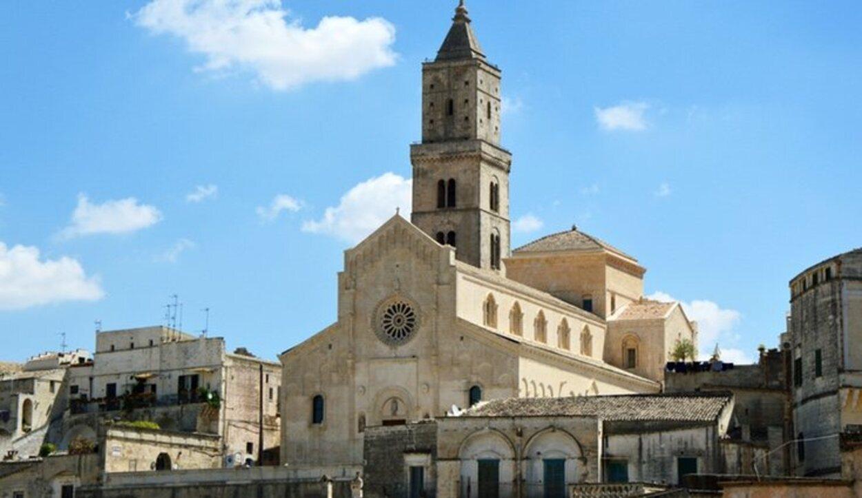Es un monumento de gran importancia en la ciudad que data de mediados del siglo XIII