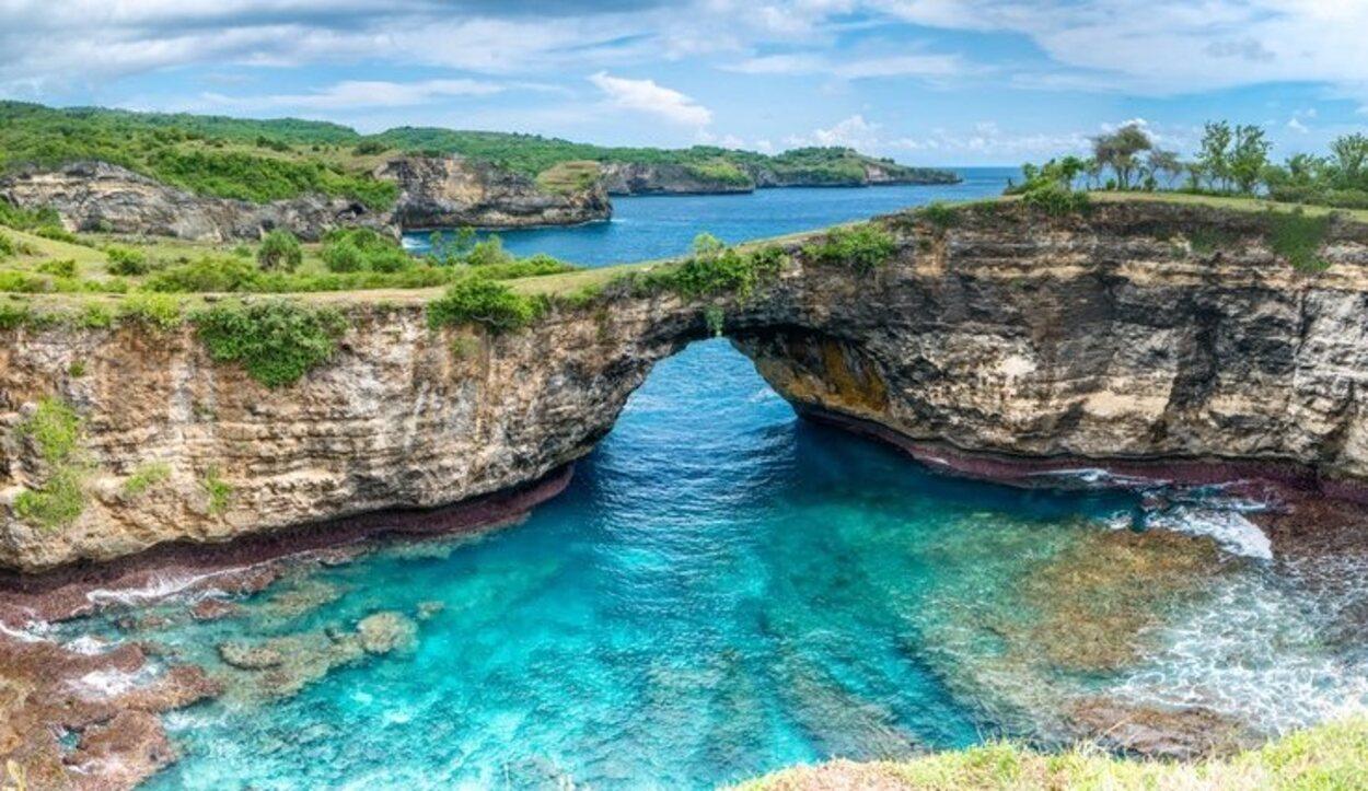 La mejor opción para disfrutar la isla de Nusa Penida es hacer una ruta en moto acuática
