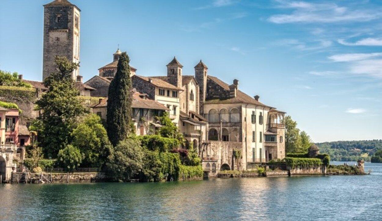 La visita al Lago Orta tiene que estar asegurada si viajas a Piamonte