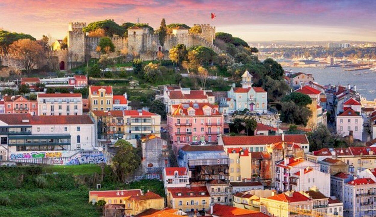 En Lisboa podrás disfrutar del sol en pequeños restaurantes y cafeterías