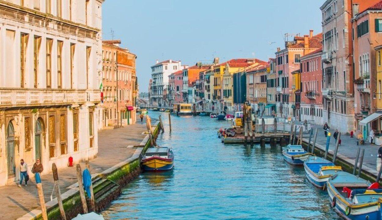 Visitar los Canales de Venecia es el plan por excelencia que hacen las parejas
