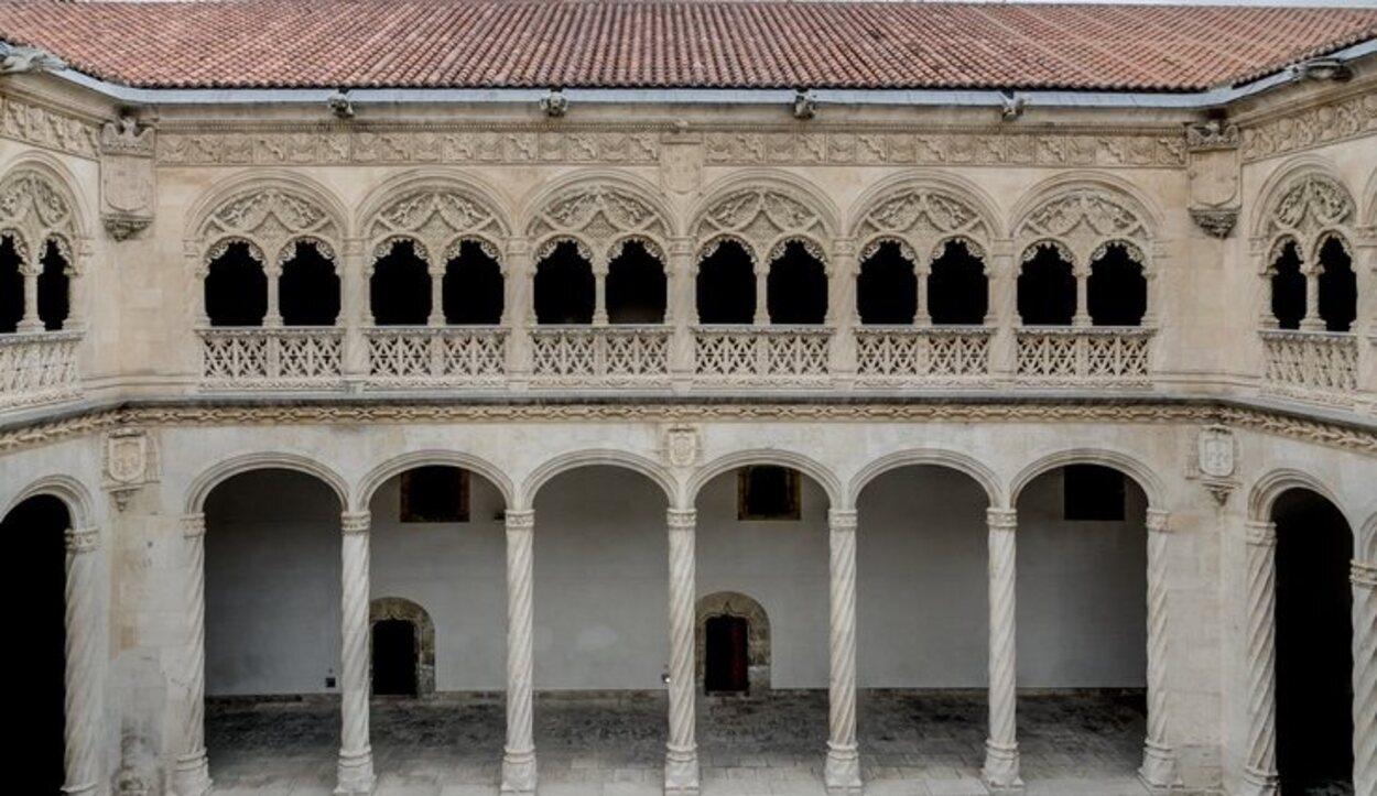 Es uno de los mejores ejemplos de la arquitectura del periodo de los Reyes Católicos