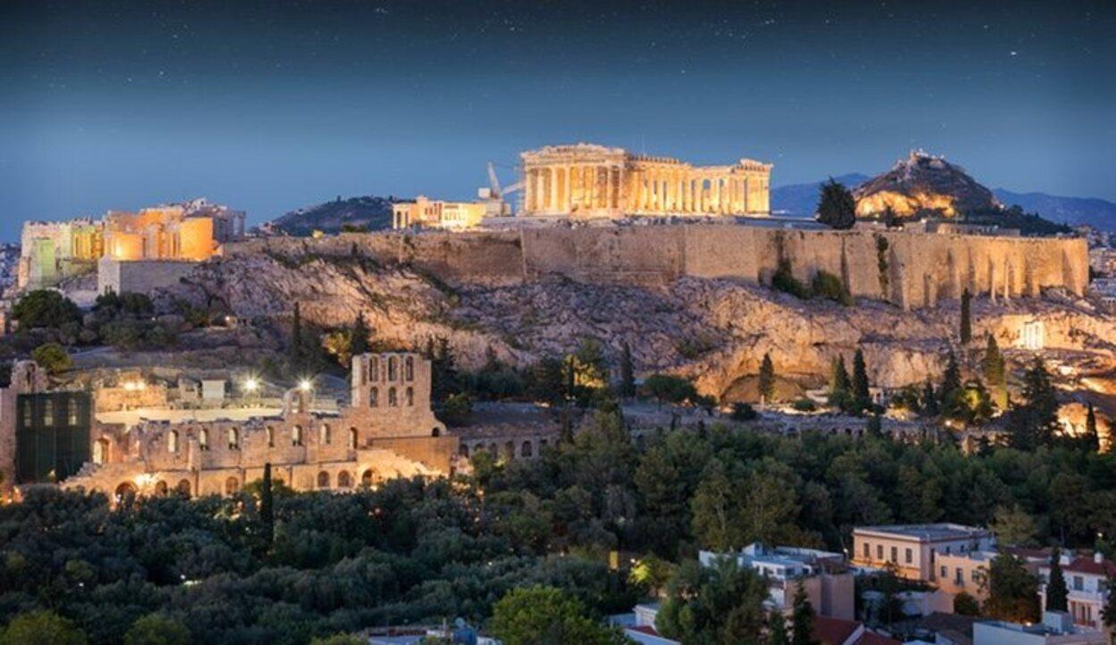 El Partenón es un templo en una zona de las más altas de Atenas que está destinada a los dioses