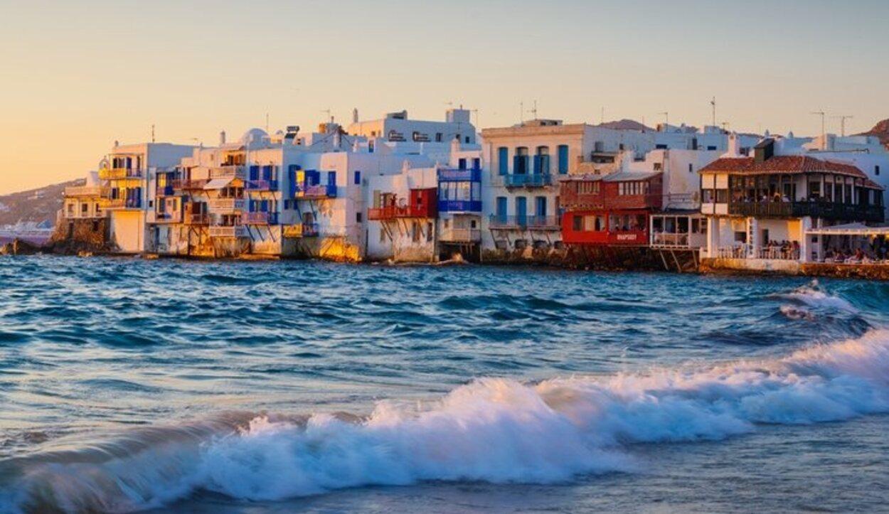 Mikonos es una de las Islas Cícladas más visitadas, junto a la Isla de Santorini