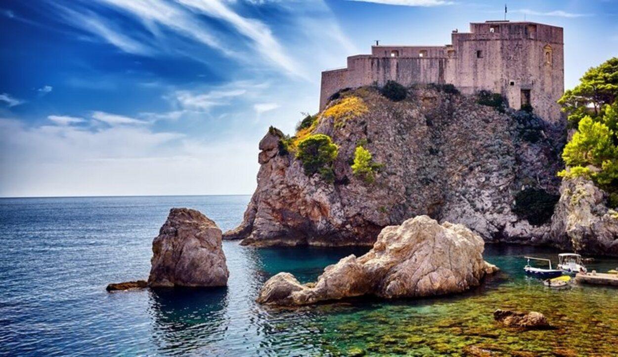 Esta ciudad amurallada ha ganado fama gracias a 'Juego De Tronos', ya que es Desembarco del Rey