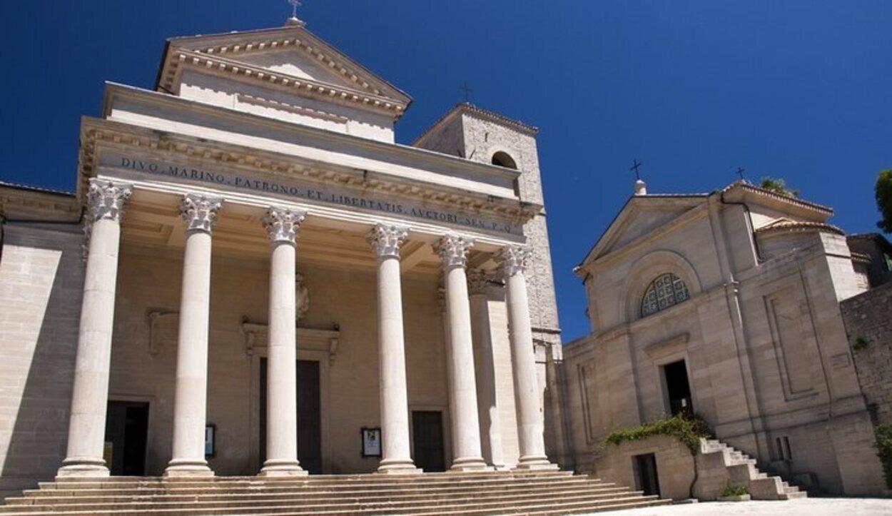 Ubicada en la Piazza Domus Plebis, es la principal iglesia católica de San Marino