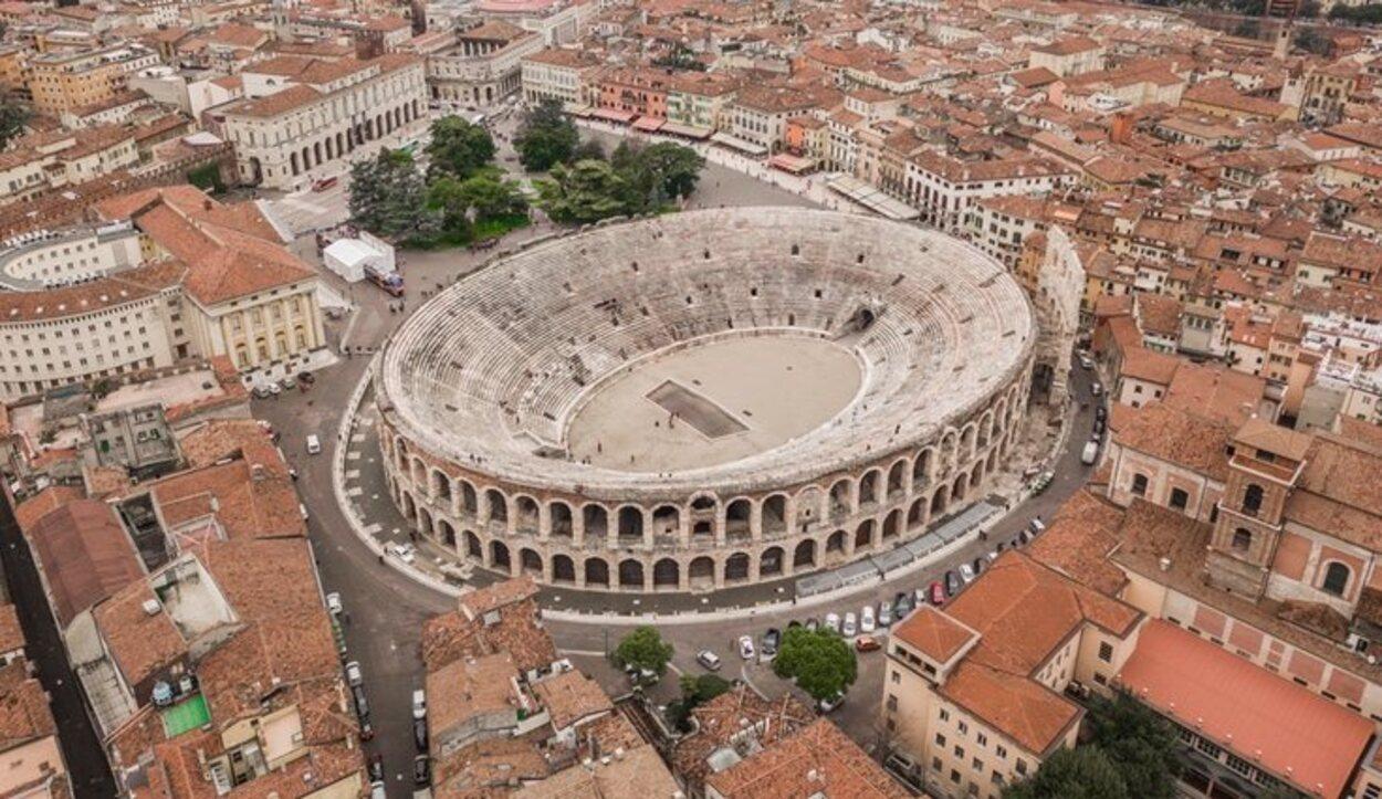a Arena de Verona es un antiguo anfiteatro perteneciente a la época romana