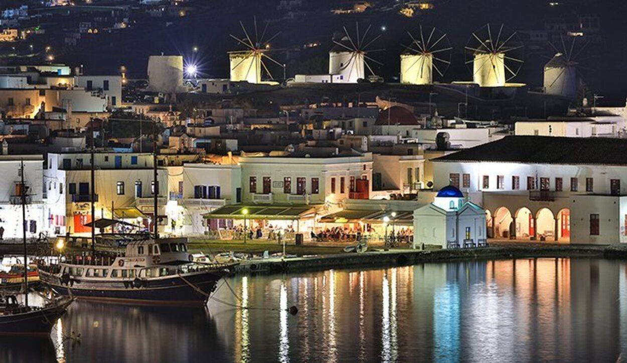 Mykonos es una isla que de por si es elegante por lo que su fiesta tiene una magia especial