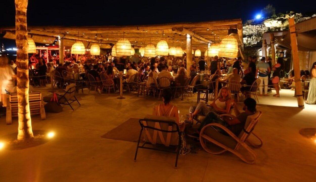 En Mykonos también hay locales donde las fiestas son más sofisticadas y tranquilas