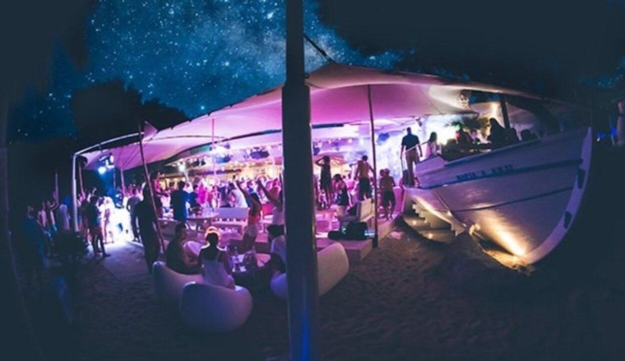 Super Paradise Beach Club es una de las discotecas más famosas de Mykonos   Foto: Superparadise.com