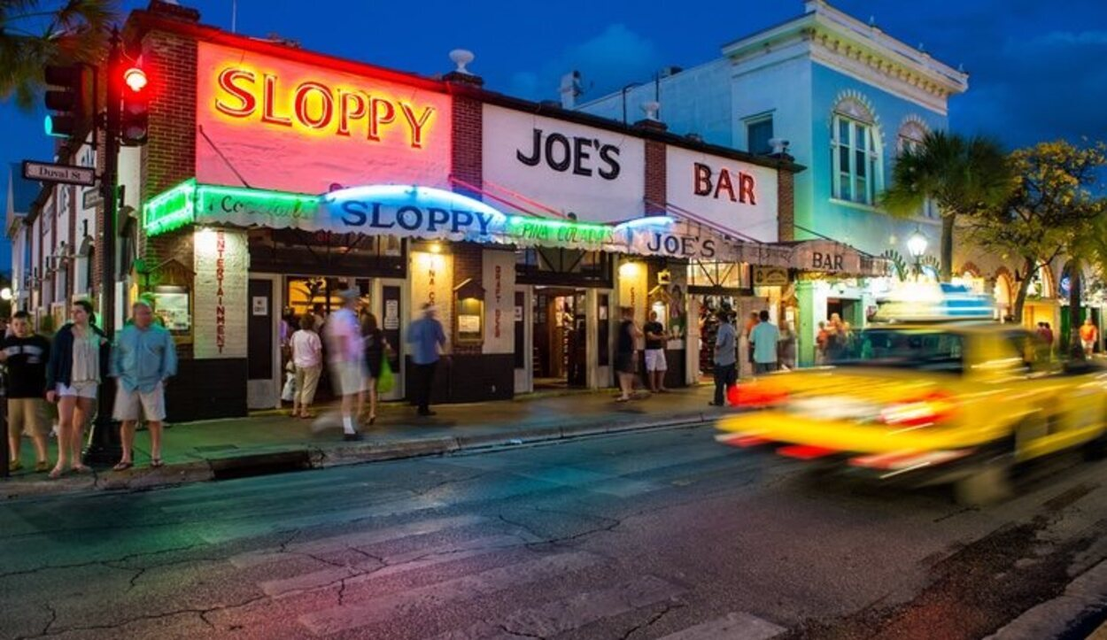Duval Street es la calle principal de Key West
