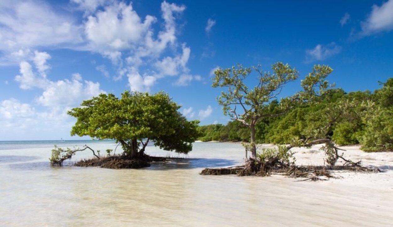 Anne's Beach es una playa pública on una gran extensión de arena blanca
