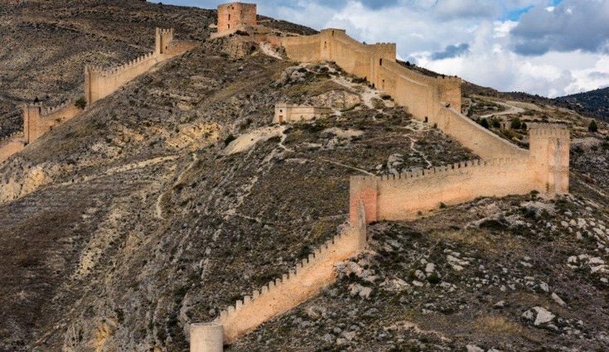 Está en Teruel en plena sierra de la que recibe su nombre
