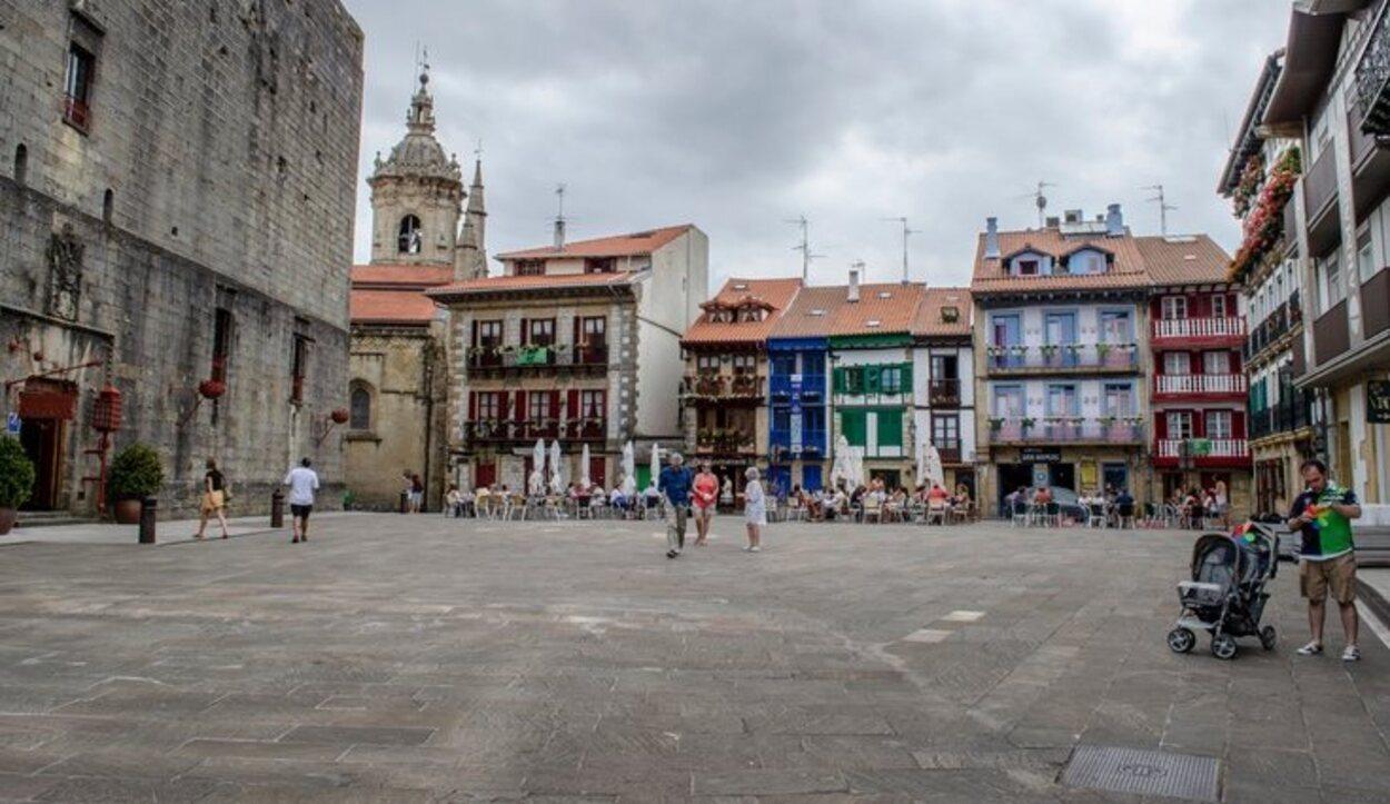 Está en el País Vasco y está repleta de palacios barrocos