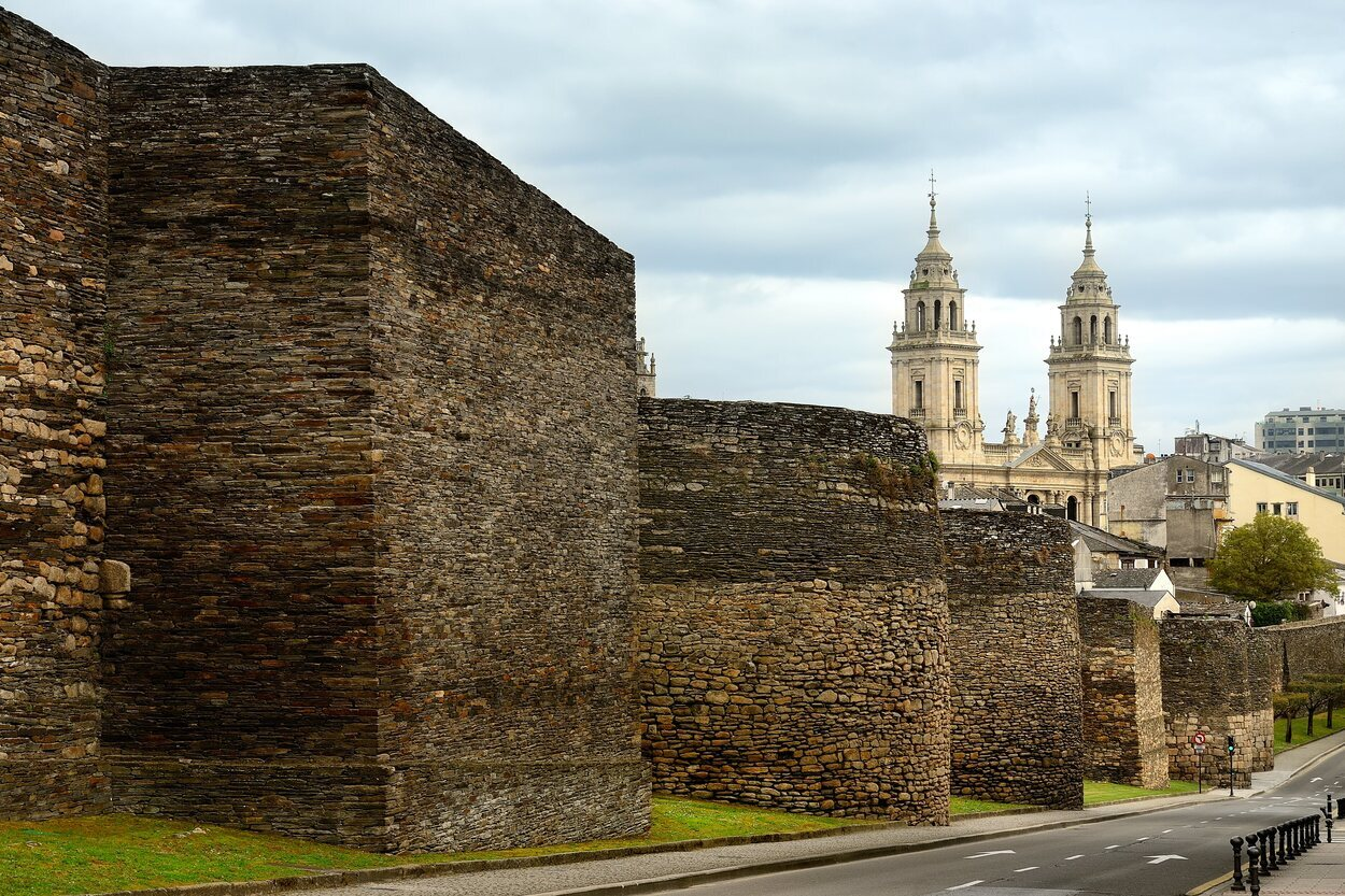 La muralla de Lugo fue fundada en nombre del emperador Augusto en el año 13 a.C.