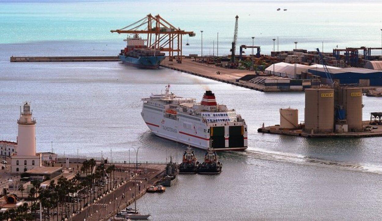 El avión y el barco son las formas a través de las cuales se llega a Melilla desde la Península