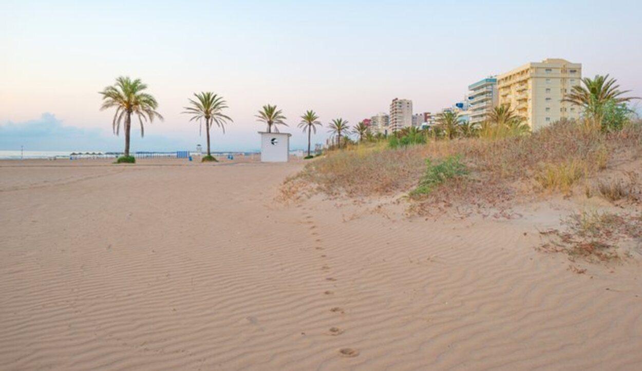 La Playa de L'Ahuir cuenta con zonas para las mascotas y el nudismo