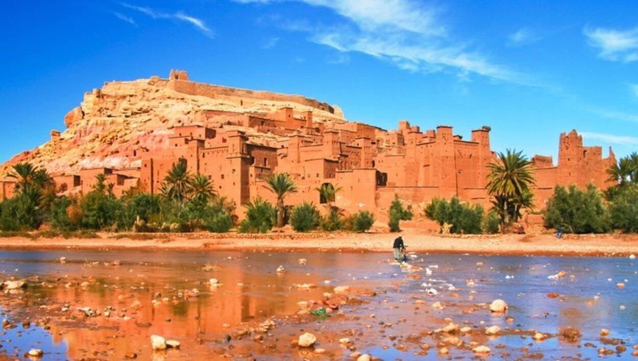 Ksar de Ait Ben Haddou es un pueblo de arcilla y adobe