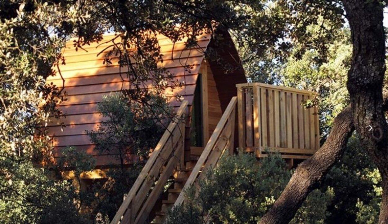 Cabaña en un árbol en la Gargantilla de Lozoya/ Fuente: Monte Holiday
