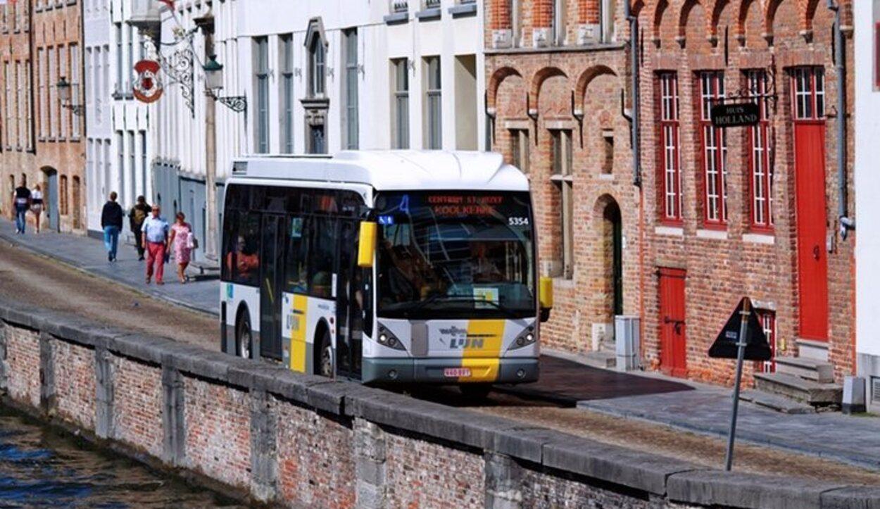 Existen dos líneas de autobús, la 12 y la 21