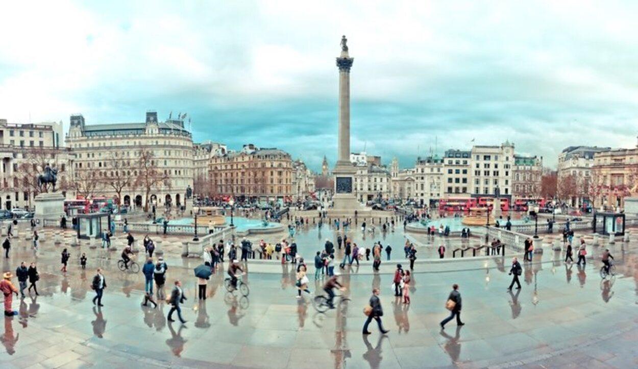 Trafalgar Square está muy cerca de la National Portrait Gallery