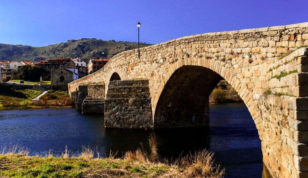 El Puente Románico es el emblema más característico de El Barco de Ávila