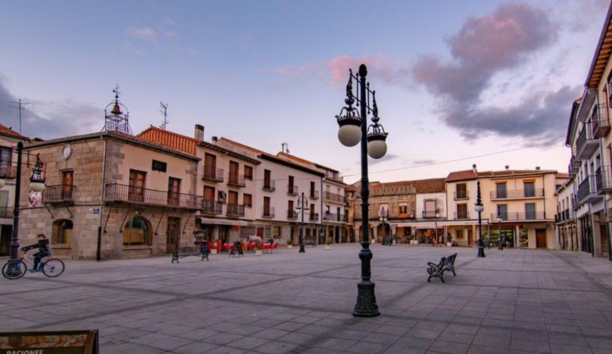 La plaza principal de El Barco de Ávila cuenta con varios vares y restaurantes