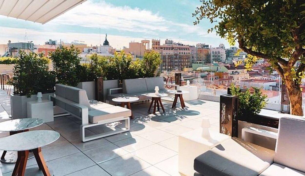 La terraza Ginko Sky Bar tiene una cristalera 360 grados alrededor de plaza de España | Foto: plazaespana-hotel.com