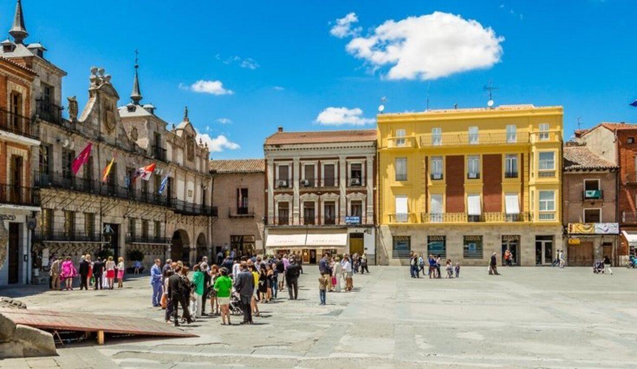 La Plaza Mayor de la Hispanidad es una de las más grandes de España
