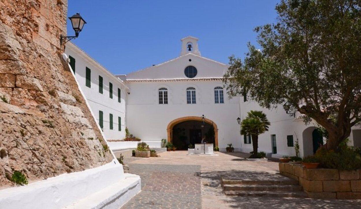Entrada al monasterio de Monte Toro