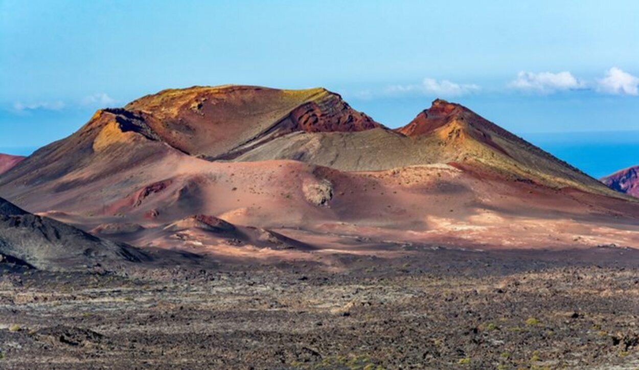 El Parque Nacional del Timanfaya es uno de los conjuntos volcánicos más impresionantes del mundo
