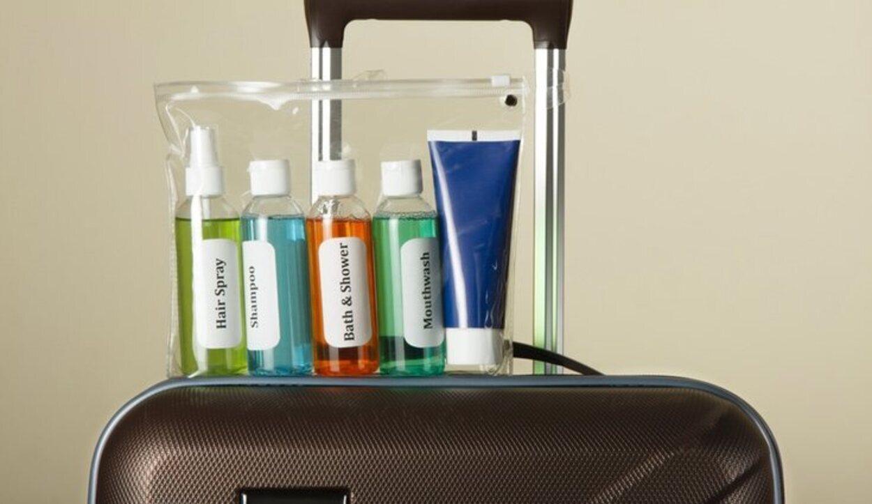 Para poder meter líquidos en el avión cada recipiente no debe de superar los 100 ml